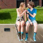 Fotoshooting bunter Socken in der Natur