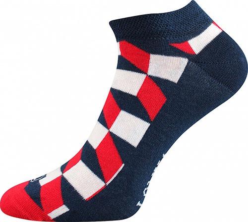 Bunte Socken für Sommer mit Quadraten