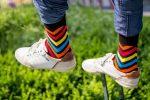 Bunte Socken mit Streifen neu
