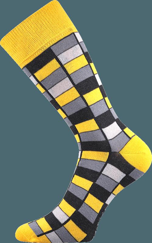 Bunte Socken mit Vierecken gelb