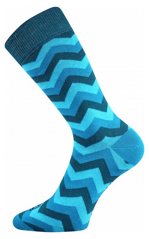 Bunte würfelige Socken in Wien.