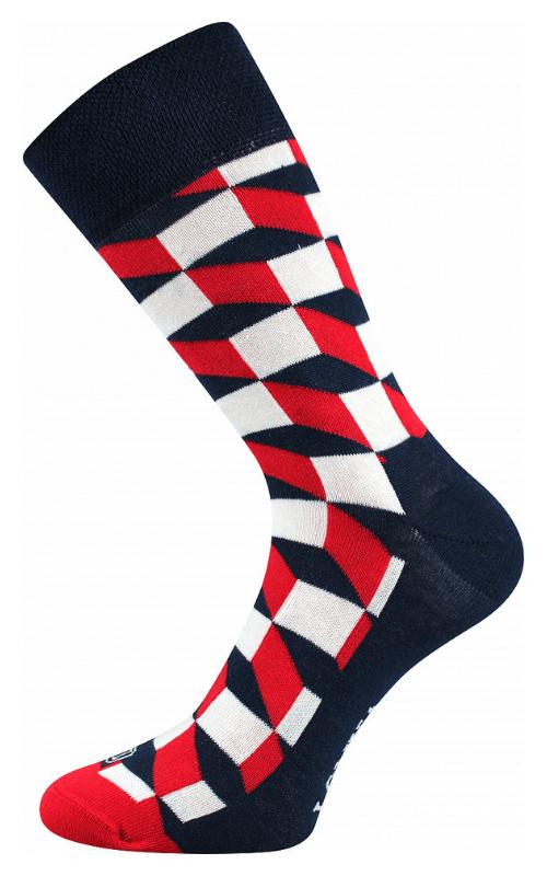 Bunte Socken mit Quadraten in der Stadt Wien