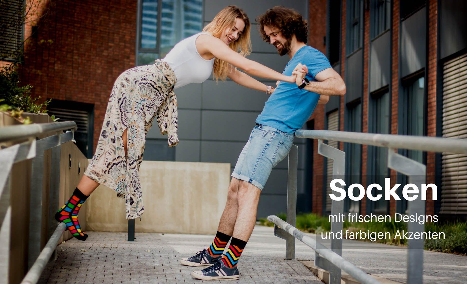 Socken mit frischen Designs und farbigen Akzenten in Stadt