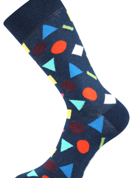 Socken mit geometrischen Figuren
