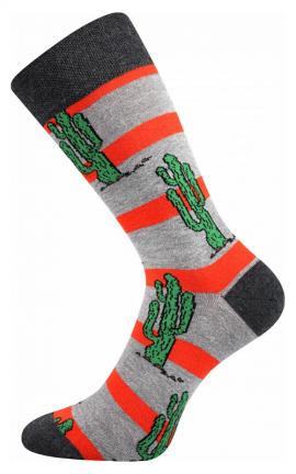 bunte Socken mit Kaktus in der Wüste